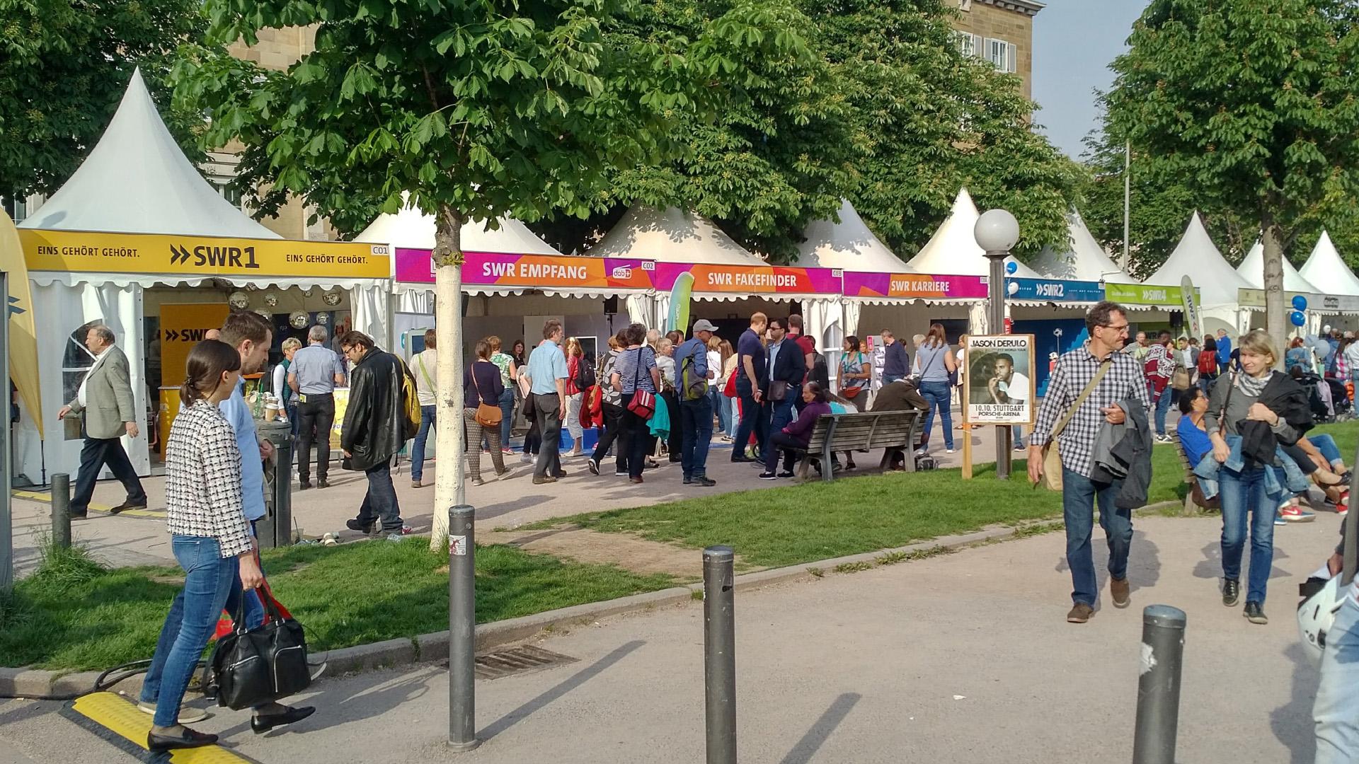 Pavillons am Schlossplatz für das Sommerfestival des SWR