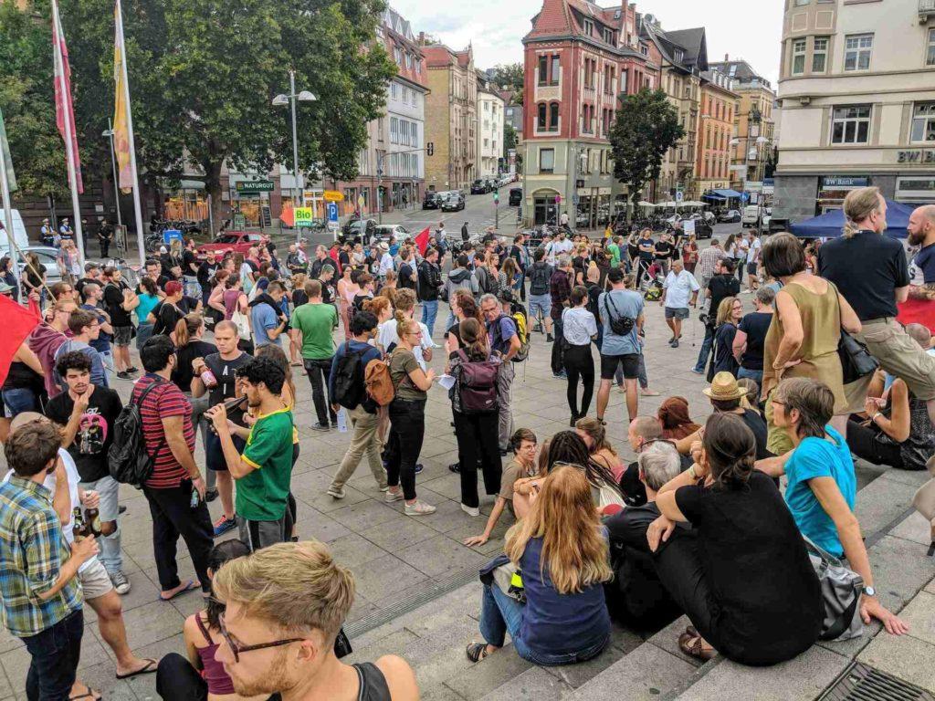 Teilnehmer Bei der Antifa-Kundgebung am Marienplatz