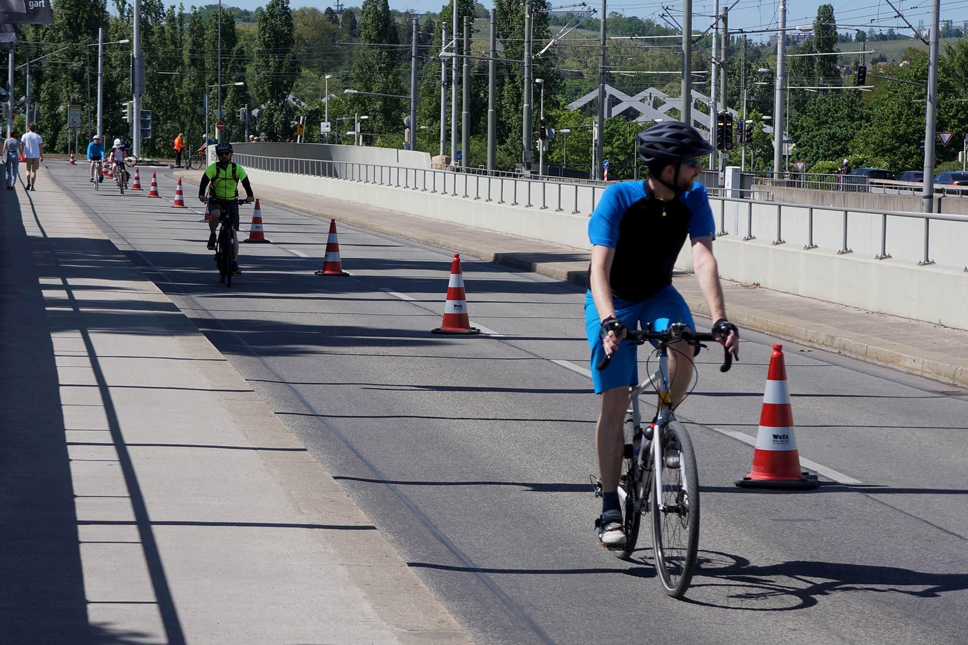 """Fahrradfahrer auf der """"Pop-up-Bike-Lane"""""""