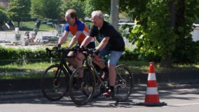 """""""Wenn Berlin das kann, kann Stuttgart das auch"""": Aktivisten errichten temporäre Fahrradspur"""
