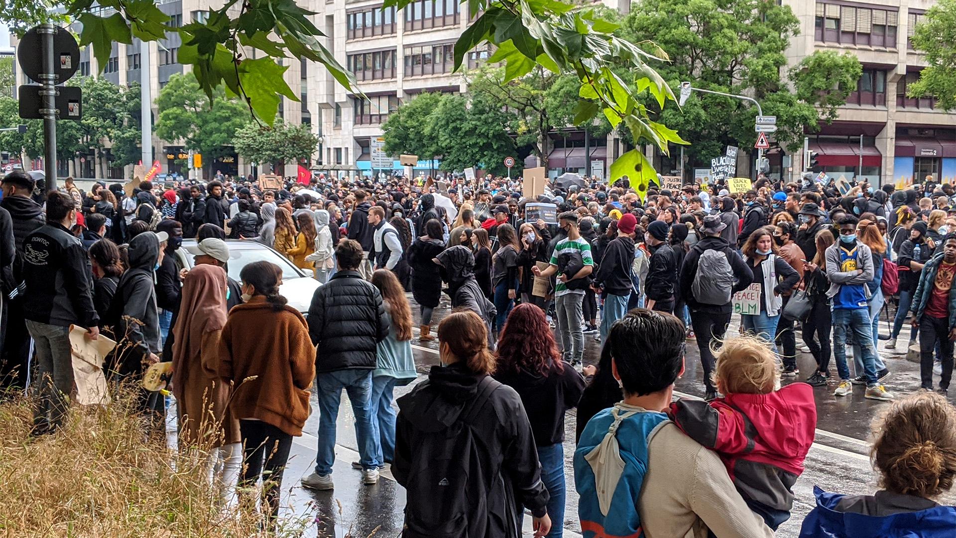 #BlackLivesMatter Demonstranten auf der Hauptstätter Straße in Stuttgart