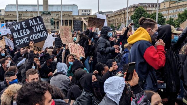#BlackLivesMatter Demonstranten am Schlossplatz in Stuttgart